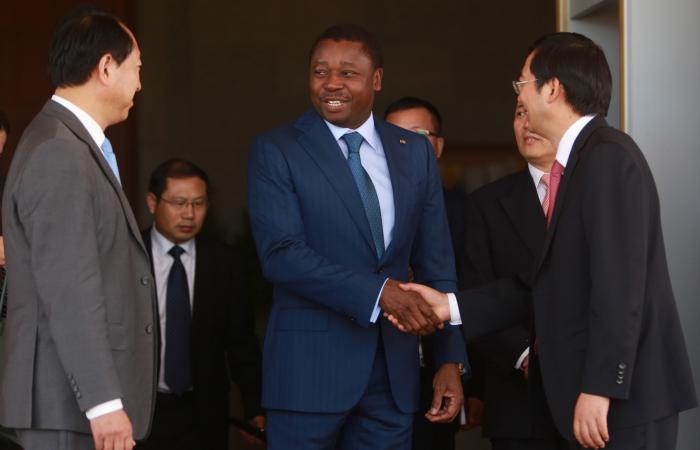 Le Chef de l'Etat Togolais Faure Gnassingbé à l'issue de l'audience avec l'ambassadeur de Chine au Togo et le groupe CTCE