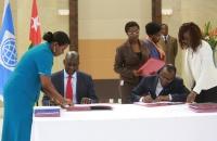 Signature entre le V-P de la BM Afrique et le Ministre de l'Economie et des Finances Sani YAYA