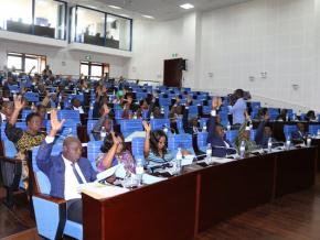 le-parlement-adopte-le-nouveau-code-electoral-et-autorise-la-diaspora-a-voter
