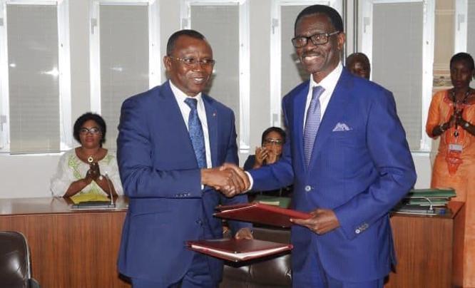 sani-yaya-le-ministre-de-l-economie-et-des-finances-signe-trois-accords-de-financement-de-21-3-milliards-fcfa-avec-la-boad