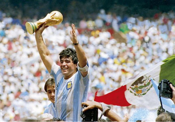 faure-gnassingbe-rend-hommage-a-diego-maradona