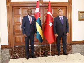 le-ministre-des-affaires-etrangeres-en-visite-en-turquie
