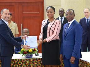 le-gouvernement-cede-51-de-togocom-au-consortium-international-agou-holding