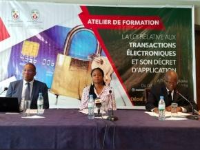 la-ministre-cina-lawson-lance-a-lome-deux-ateliers-de-formation-sur-la-loi-relative-aux-transactions-electroniques