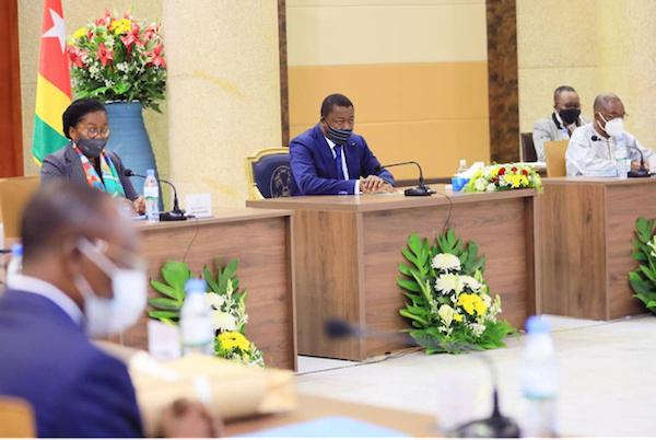 conseil-des-ministres-un-avant-projet-de-loi-et-deux-communications