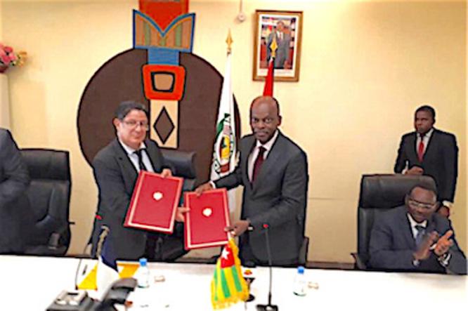 togo-le-ministre-en-charge-des-affaires-etrangeres-robert-dussey-signe-une-convention-d-appui-au-developpement-des-medias