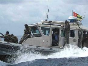la-marine-nationale-apprehende-8-pirates-au-large-des-cotes-togolaises