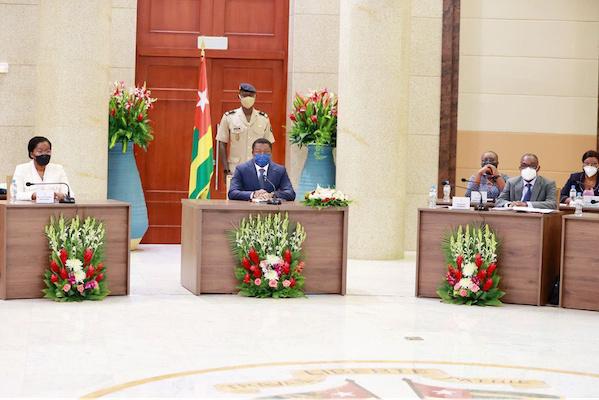 conseil-des-ministres-deux-avant-projets-de-loi-et-cinq-communications