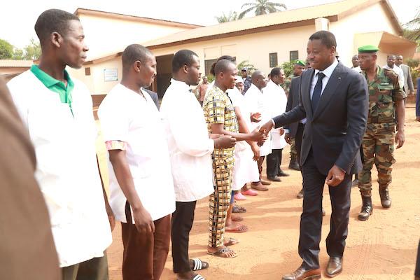 le-chef-de-l-etat-visite-les-infrastructures-socio-sanitaires-de-tabligbo-et-echange-avec-les-populations-de-yoto