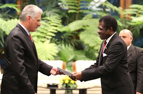 le-nouvel-ambassadeur-togolais-a-la-havane-a-presente-le-pnd-aux-dirigeants-cubains