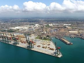 la-cnuced-felicite-le-port-autonome-de-lome-pour-son-activite-et-son-developpement-economique