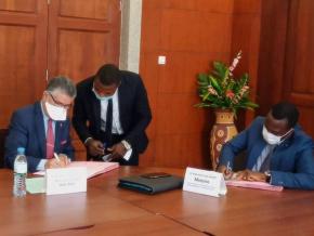 pour-appuyer-les-entrepreneurs-togolais-le-gouvernement-scelle-une-entente-avec-le-patronat-et-bank-of-africa