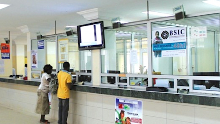 coronavirus-les-banques-et-etablissements-financiers-reajustent-leurs-horaires