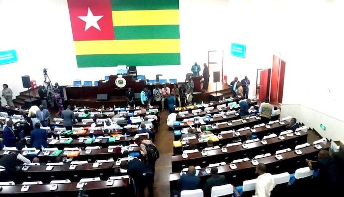 mardi-23-avril-au-parlement-debut-de-l-etude-du-projet-de-reformes-constitutionnelles