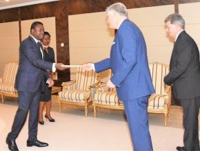 le-nouvel-ambassadeur-des-etats-unis-a-presente-ses-lettres-de-creances-au-chef-de-l-etat