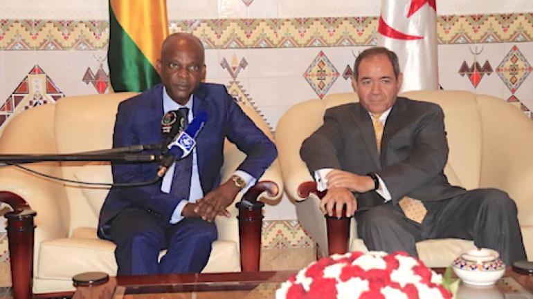 le-ministre-des-affaires-etrangeres-en-visite-officielle-en-algerie