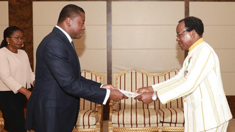 le-chef-de-l-etat-a-recu-les-lettres-de-creance-des-ambassadeurs-d-espagne-et-du-burkina-faso