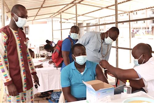 la-vaccination-s-etend-a-toutes-les-regions-pour-les-18-ans-et-plus